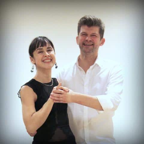 Kim og Ekaterina tangoundervisere hos Tangoteket, smiler